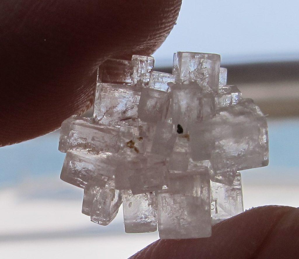 Perfekte små terninger satt sammen til et krystall. Lekkert.