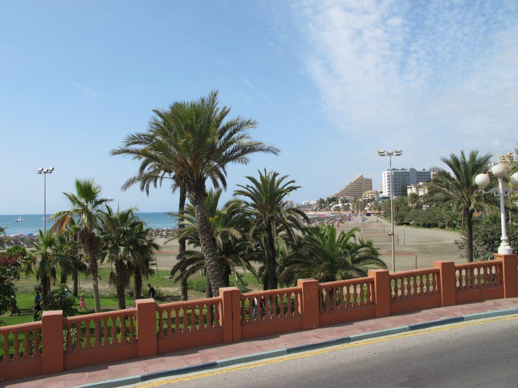 Det er vakkert i Benalmádena. Stranden innbyr til besøk.