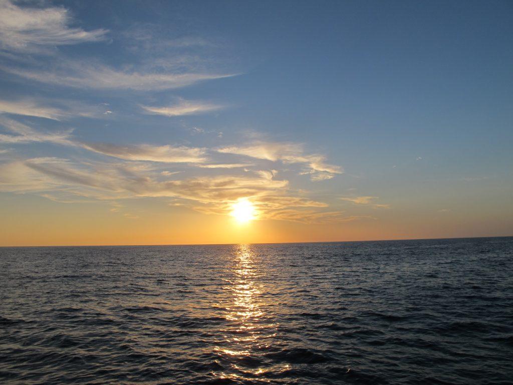 Det kommer nok til å bli mange soloppgang/nedgangsbilder. Men det er jo så vakkert.