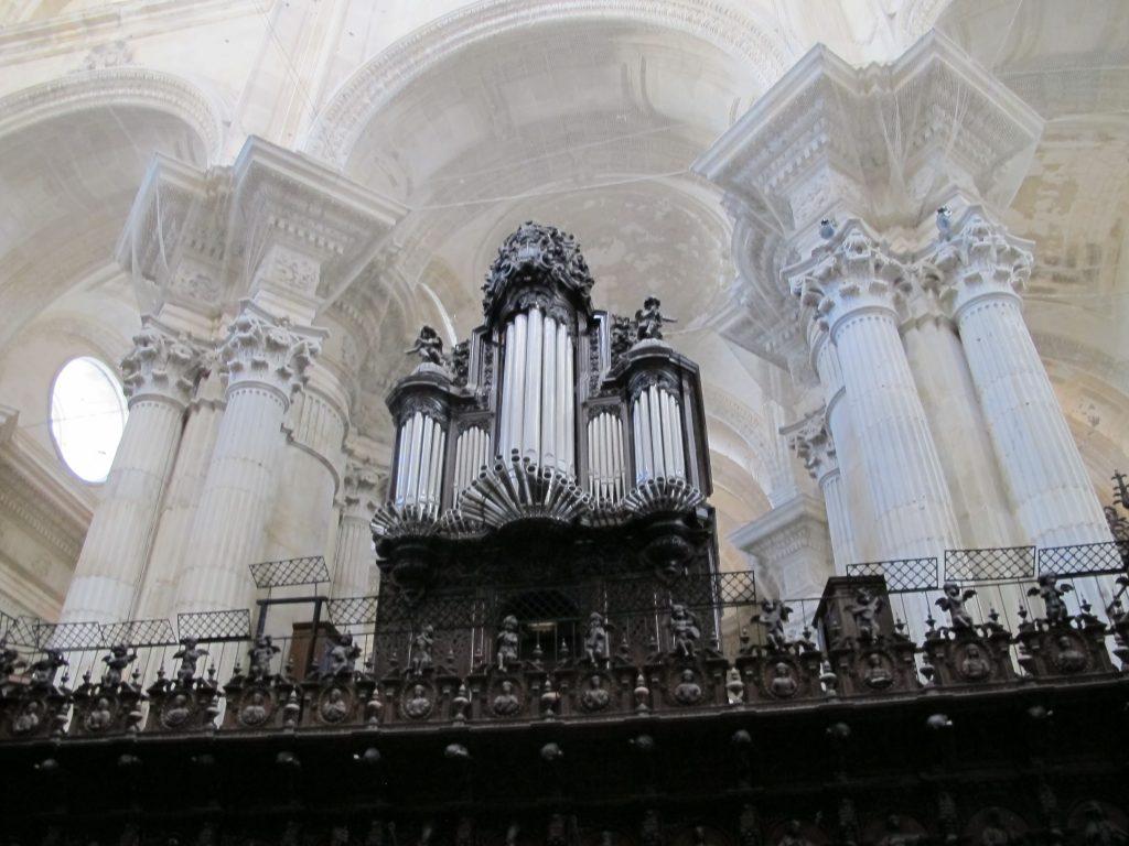 Og det var ikke bare ett fantastisk vakkert orgel. Det var to. Her kan jeg tenke meg svigerfar hadde kost seg.