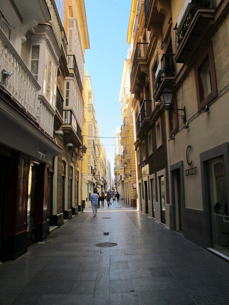 Trange gater på byvandringen i Càdiz.