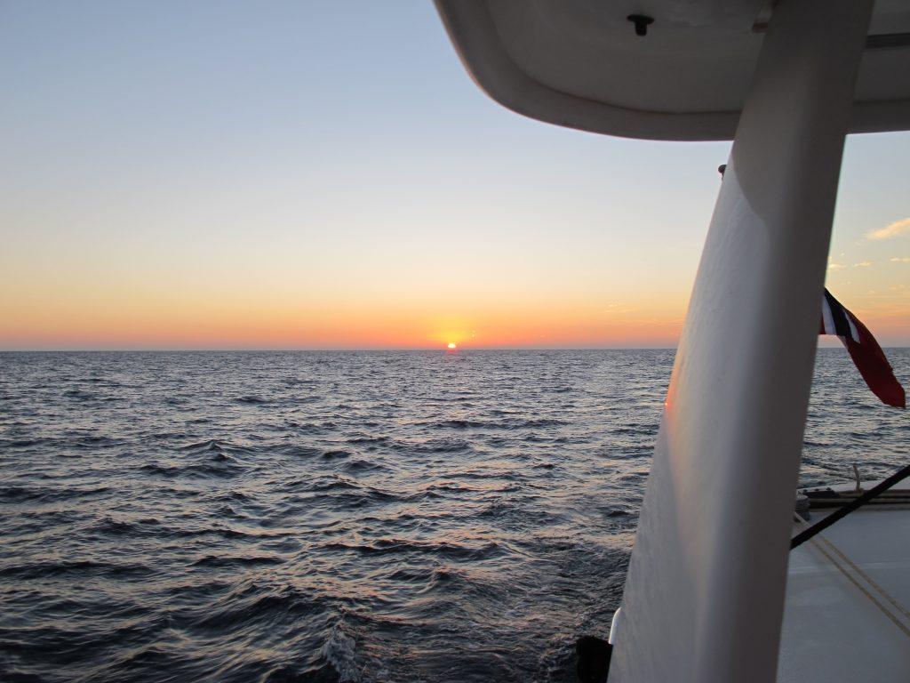 Det er litt magisk når solen står opp etter en lang kald natt. Etter bare noen minutter er det av med lusekofta.
