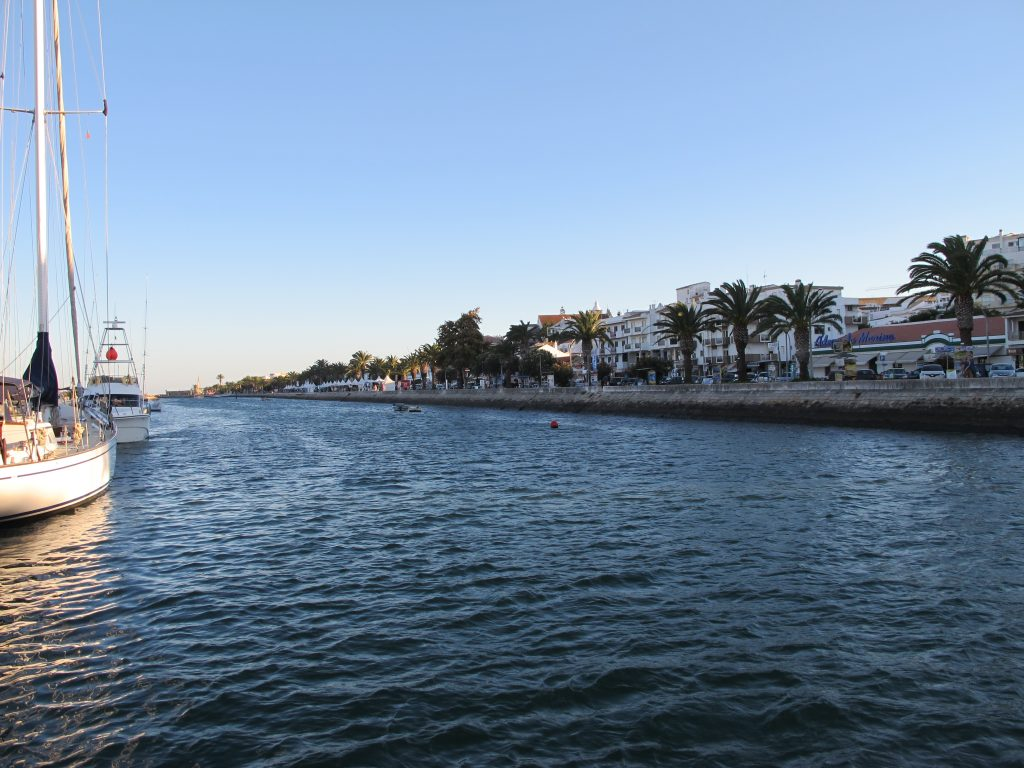Kanalen opp til Lagos Marina.
