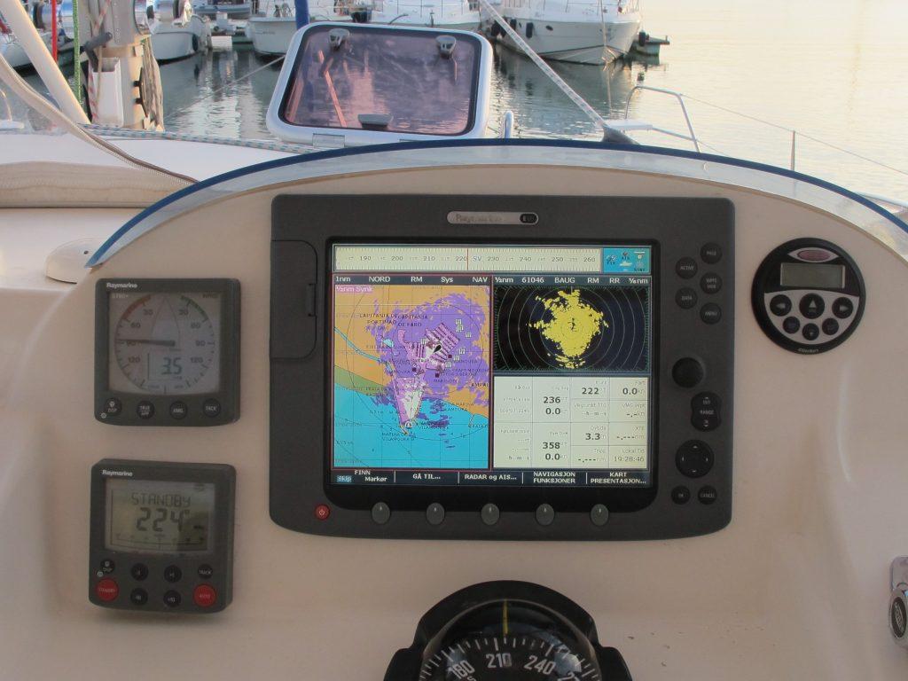 Radaren er operativ igjen. Åh - herlige sikkerhet. Da kan alle fiskebåtene bare komme.