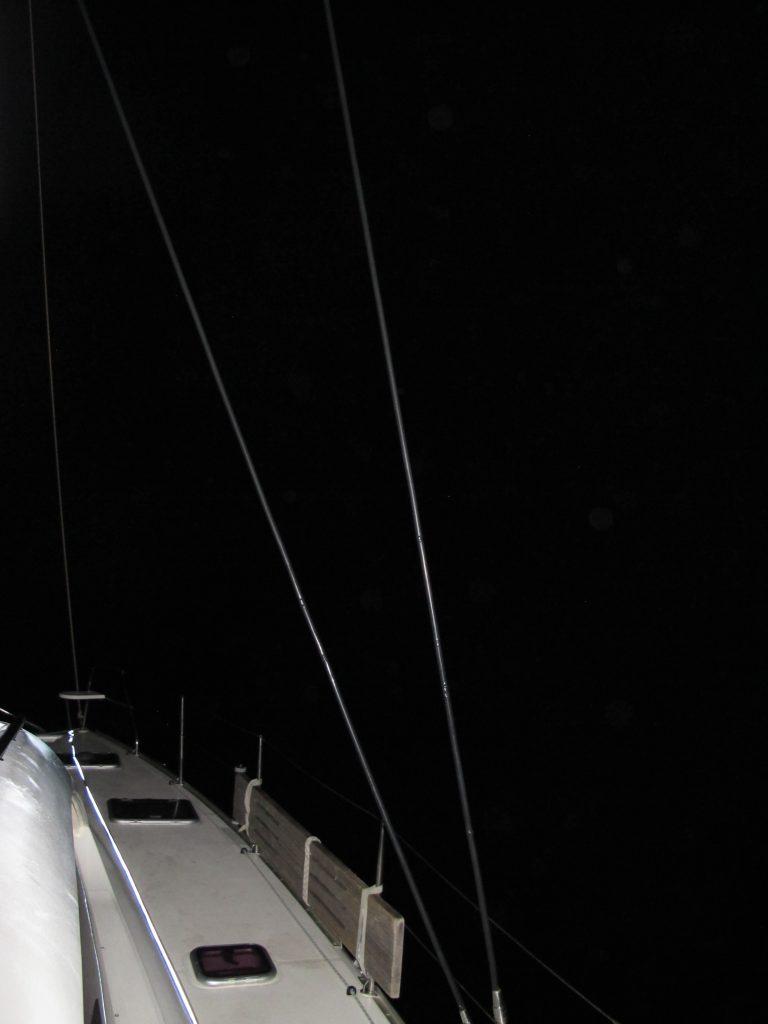 Det er svart som i en sekk der ute, så det er VIKTIG at instrumentene om bord virker som de skal.