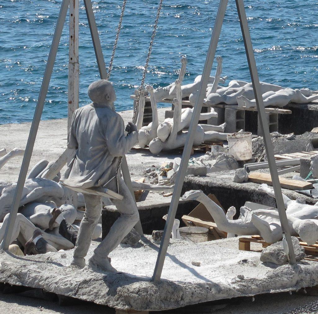 Her lages statuene til atlanterhavs museet. Det er et museum under vann, så man må dykke for å komme dit.