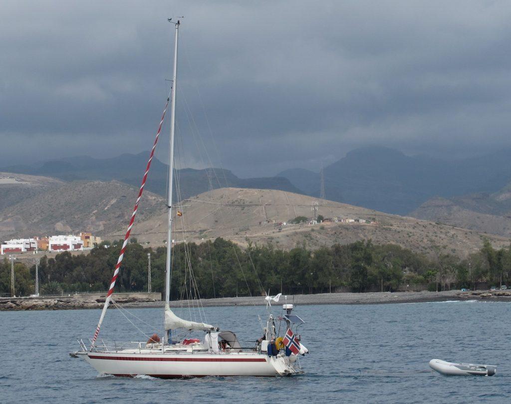 Vi passerte til og med en annen norsk båt. Men det ser ikke ut som om den skal være med i ARC'en.