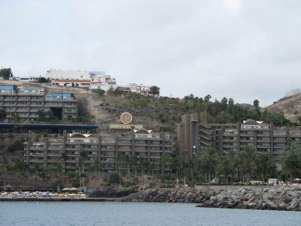 Et stort leilighetskompleks med alle fasiliteter man kan tenke seg.