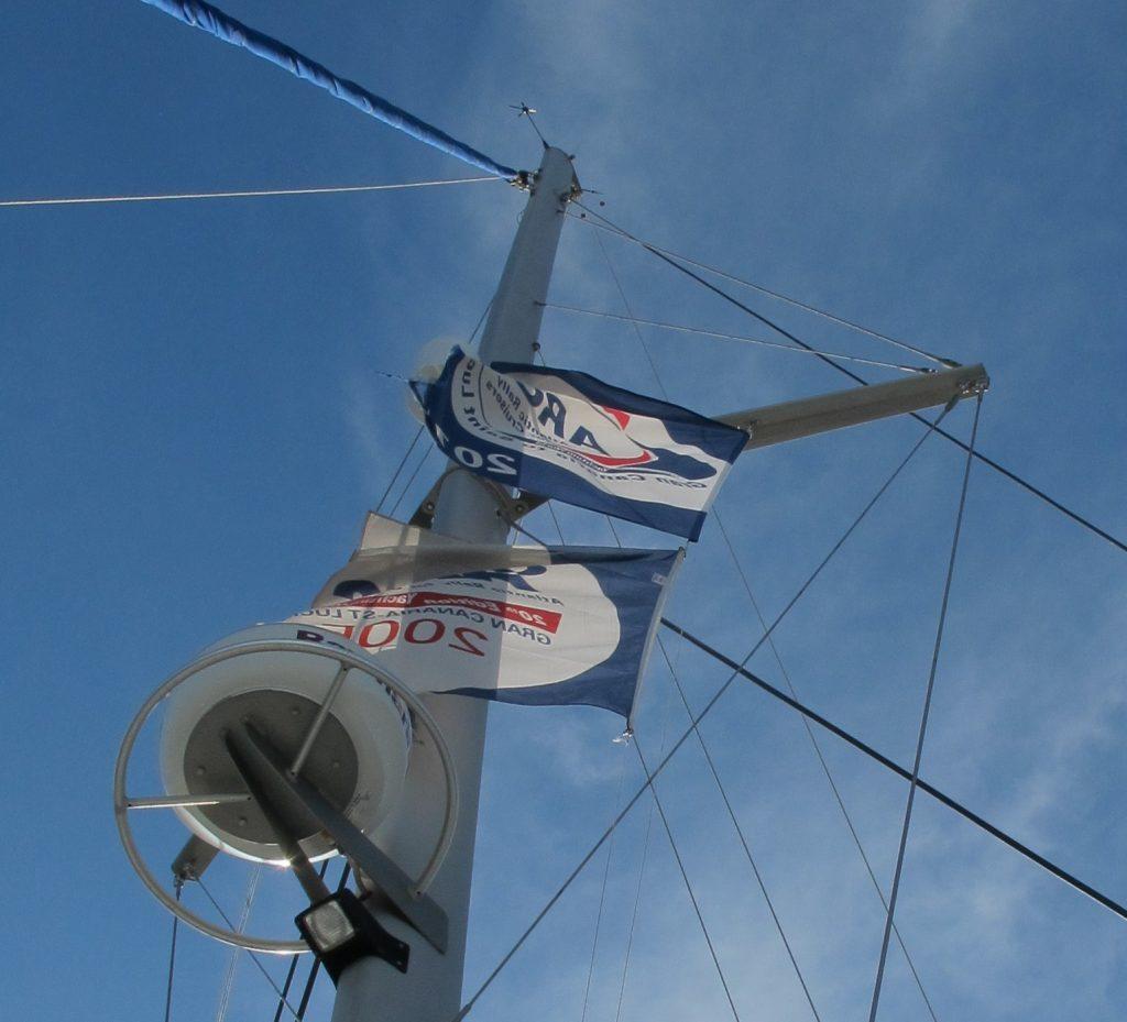 Og vi har fått opp ARC flagget fra 2005 også. Det meste vi har sett er 7 flagg i en mast.