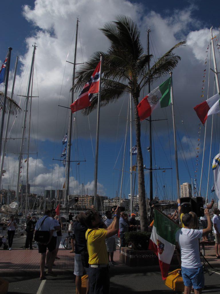 Det er 31 forskjellige nasjoner som er med i ARC'en i år. Og alle fikk hver sin flaggstang.