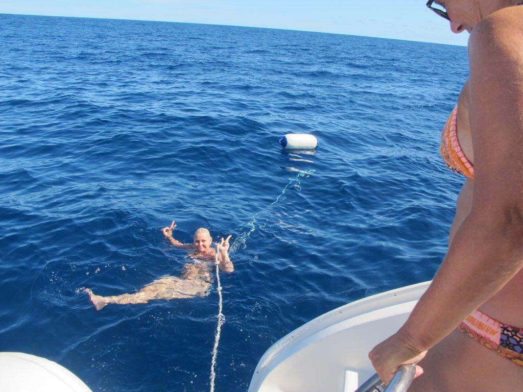 Mona tok også utfordringen, og jumpet i havet.