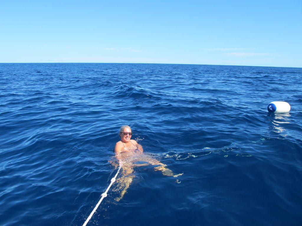 Jeg skal si jeg holdt godt tak i tauet. Det ble ikke mange svømmetakene.
