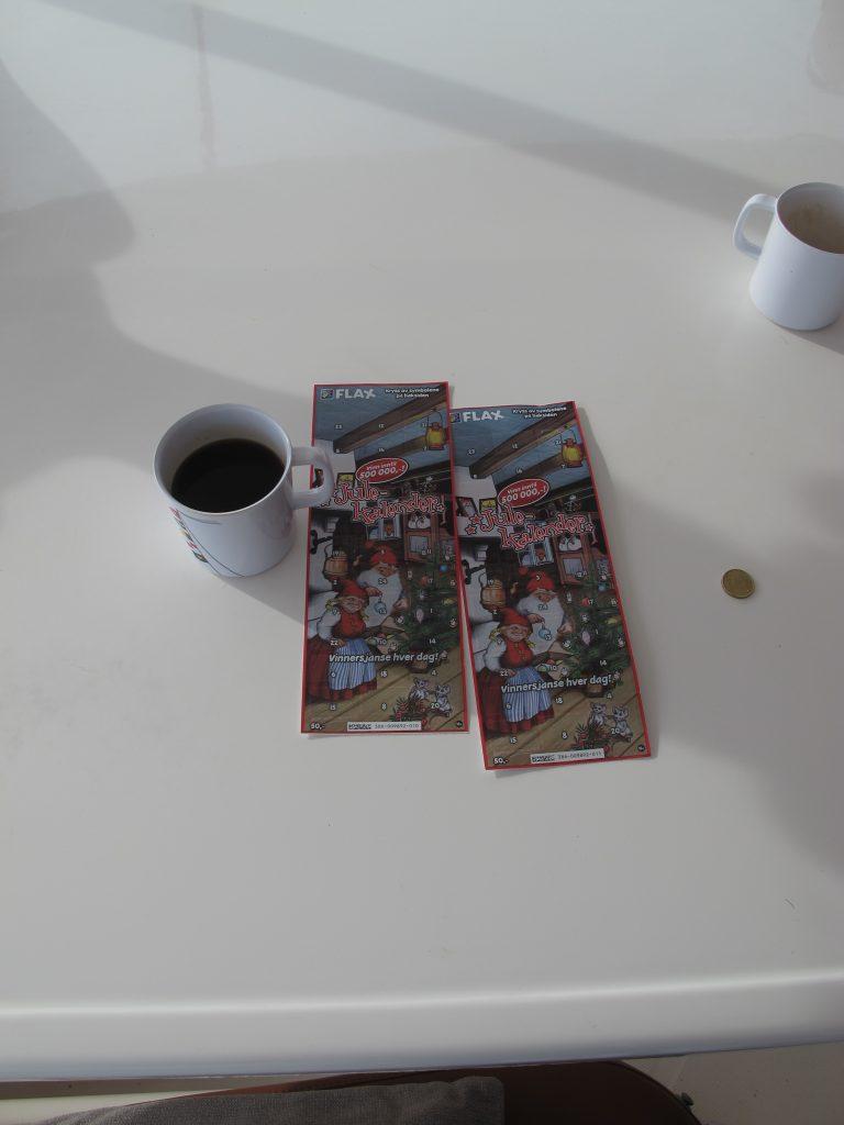 Disse adventskalenderne hadde vi det morsomt med hver morgen. Mona og Per vinner masse, men ikke Steinar og jeg.