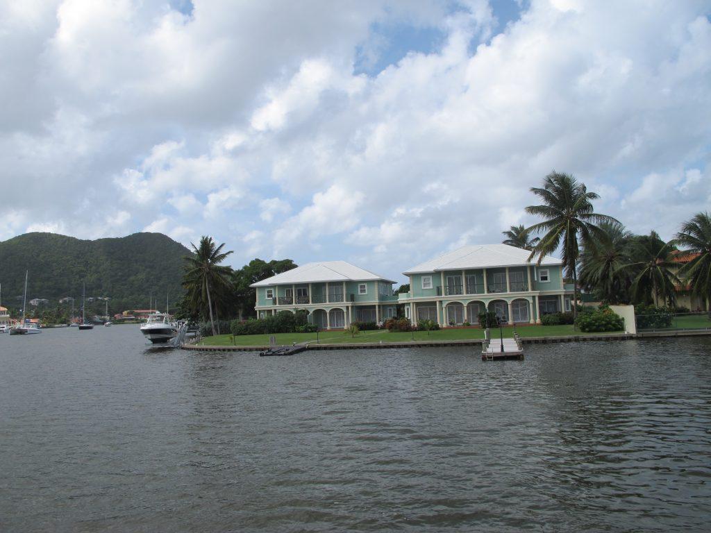 I Rodney Bay finnes det enkelte eiendommer som jeg ikke hadde sagt nei til. Hvis de ble kastet etter meg da.