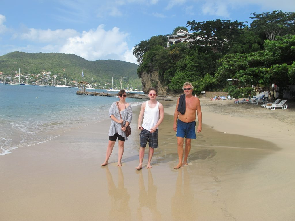 Vi rusler langs stranden.