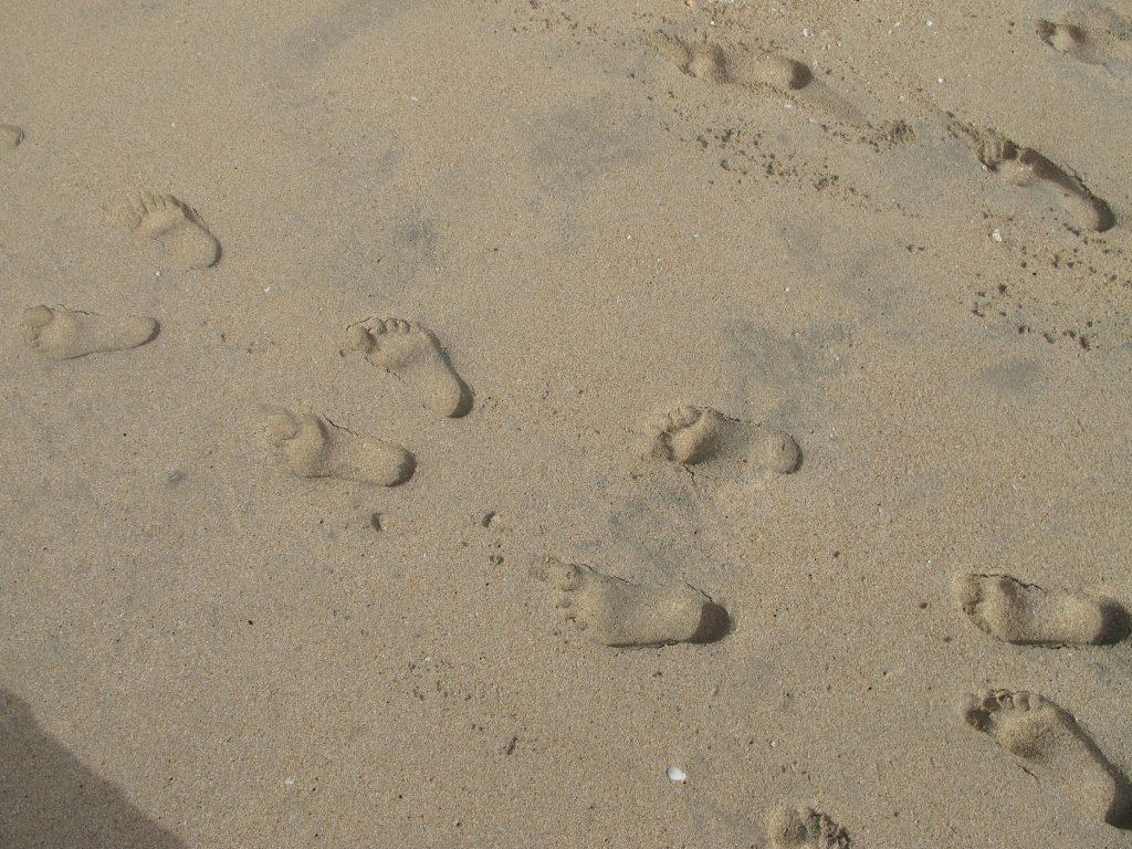 Og vi lager fotspor i sanden. Jeg tror at denne julen vil sette fotspor i manges hjerter