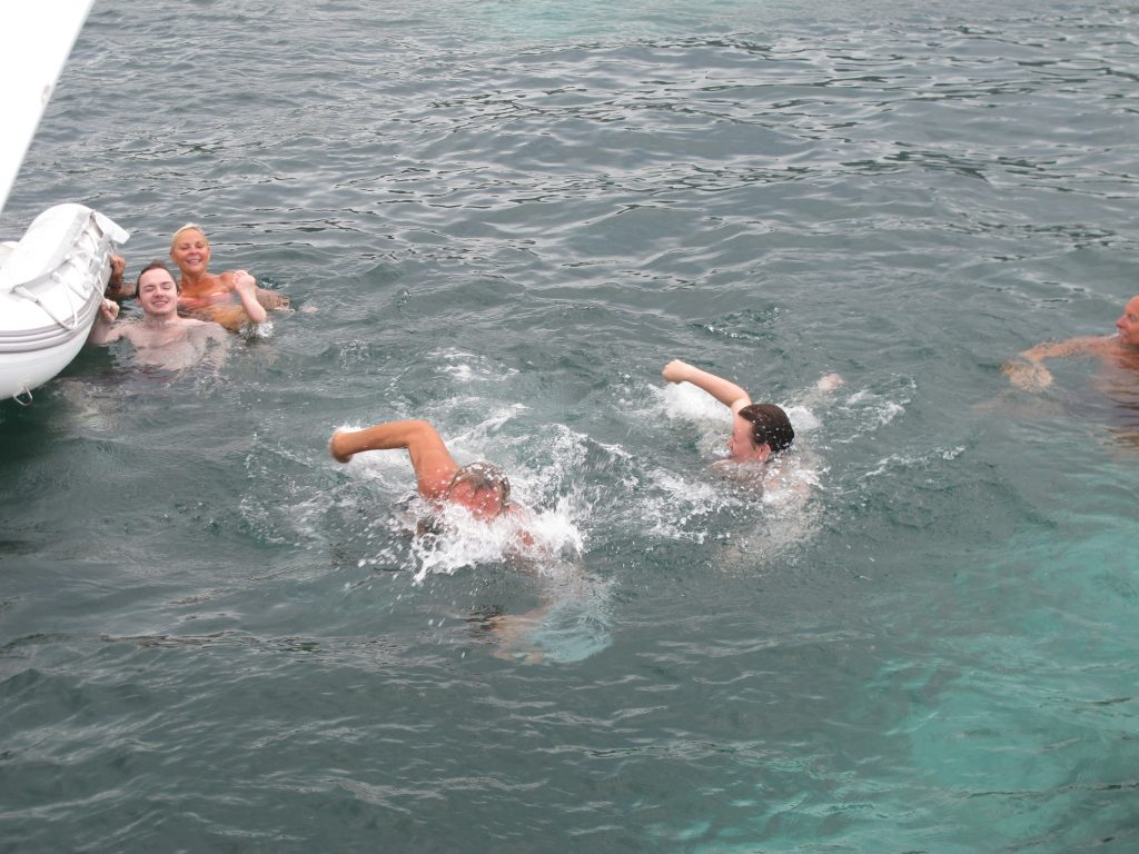 Far og sønn kappsvømmer