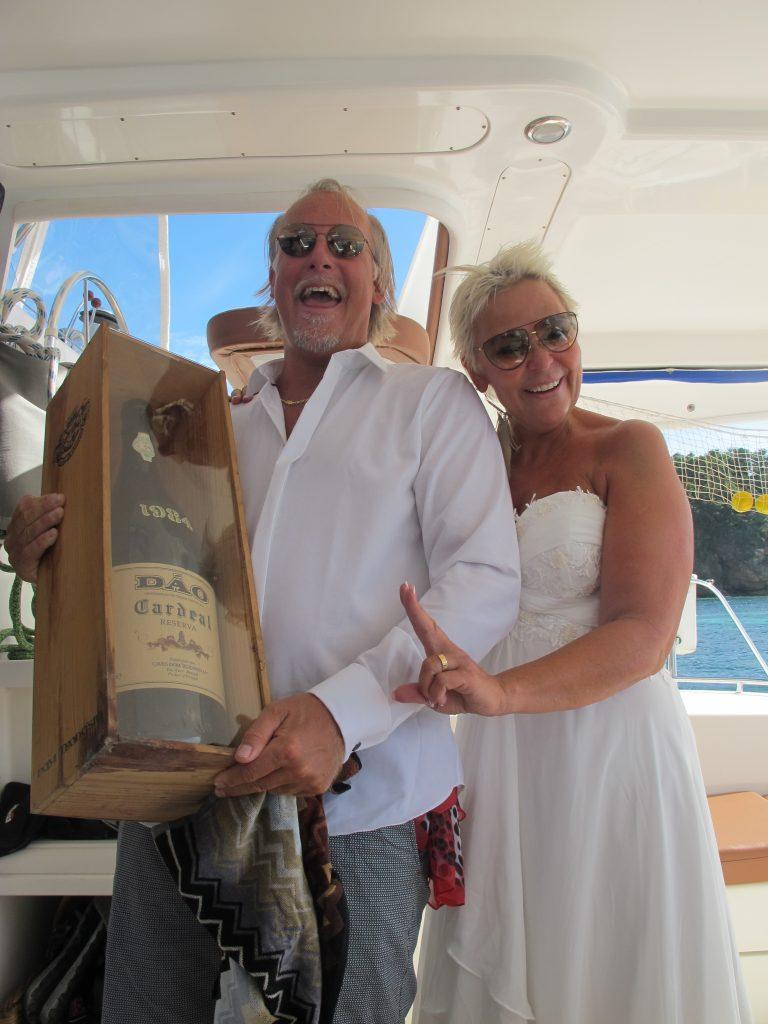 Steinar, jeg, Ida og Ole Martin er ikke så seriøse. Så vi kjøpte en flaske vin.