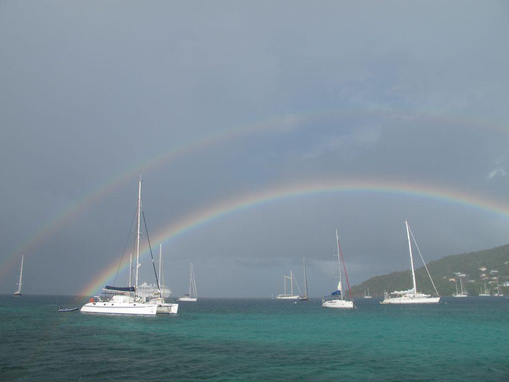 Nesten alt her i karibien har sterke farger. Og regnbuen er intet unntak.