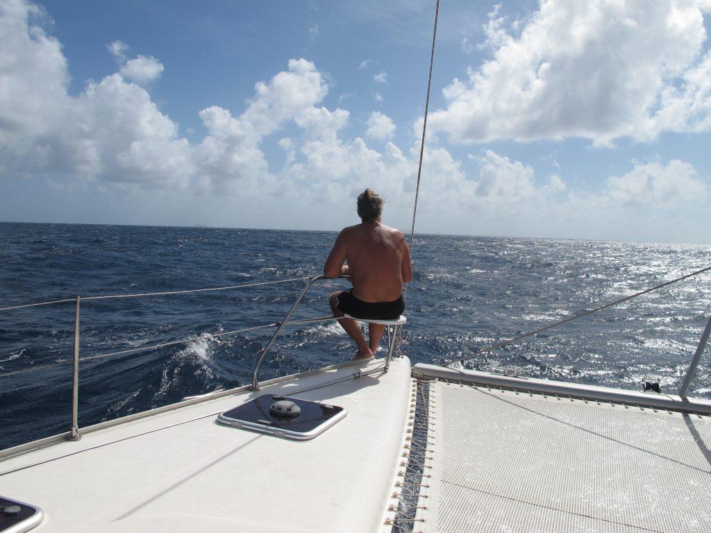 Per nyter livet på en av de beste sitteplassene ombord.