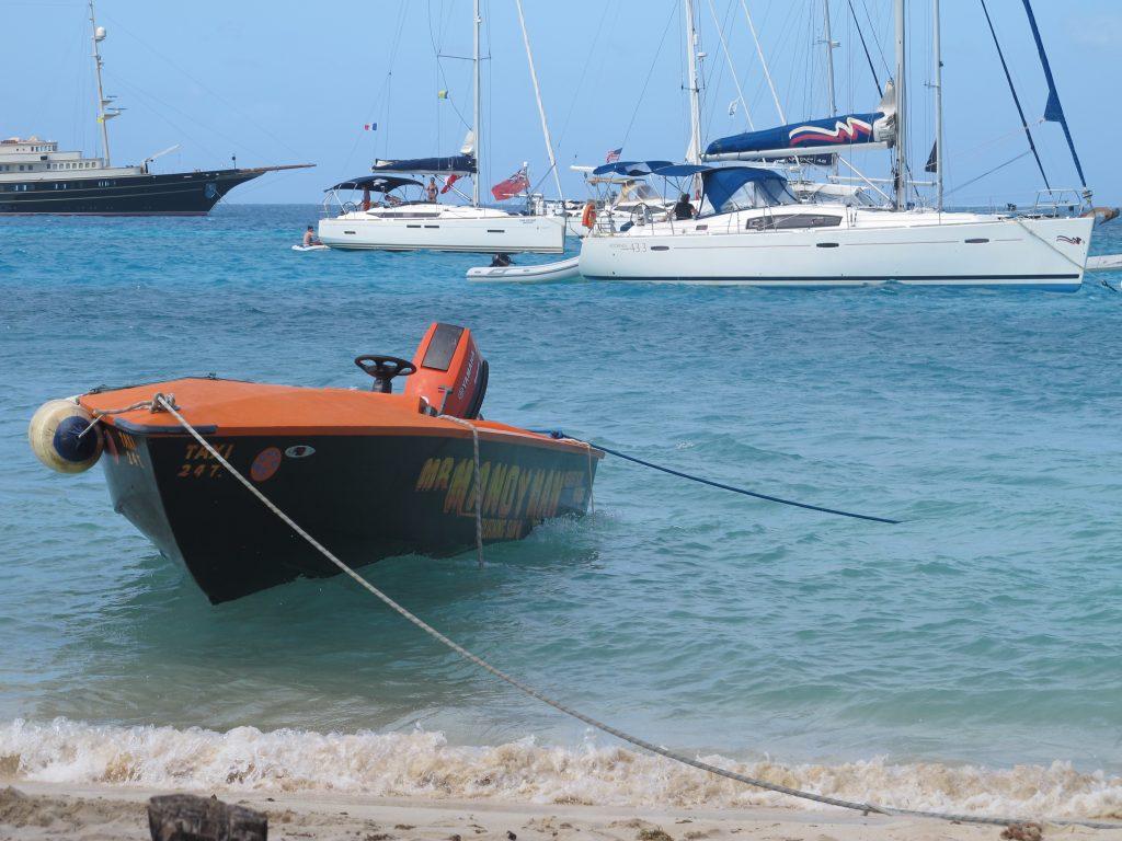 Slike båter florerte det av rundt Numa en liten stund. Alle hadde fantasifulle navn.