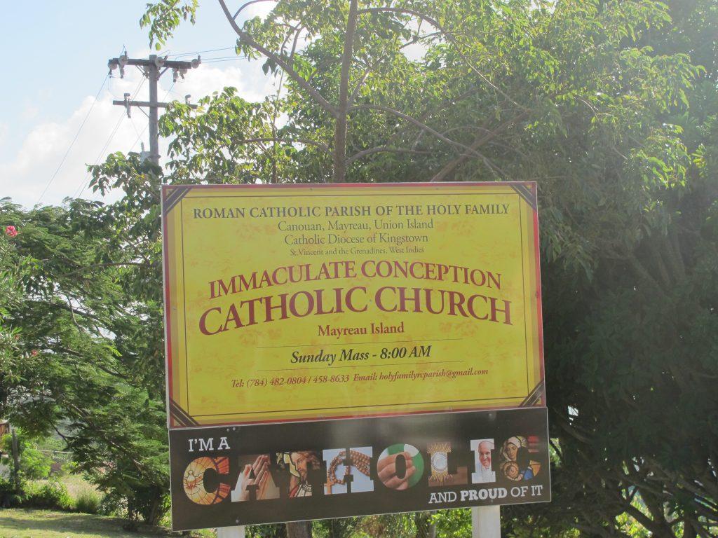 """Kirkene har navn med svung i. Her heter det ikke """"Borre Kirke"""" eller """"Horten Kirke"""". Neida """"Roman catholic parish of the holy family"""" skal det være."""