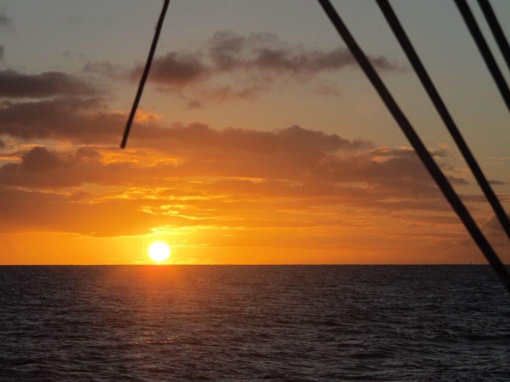 Vi rakk ikke frem til Marigot Bay mens det var lyst. Men solnedgangen var aldeles flott.