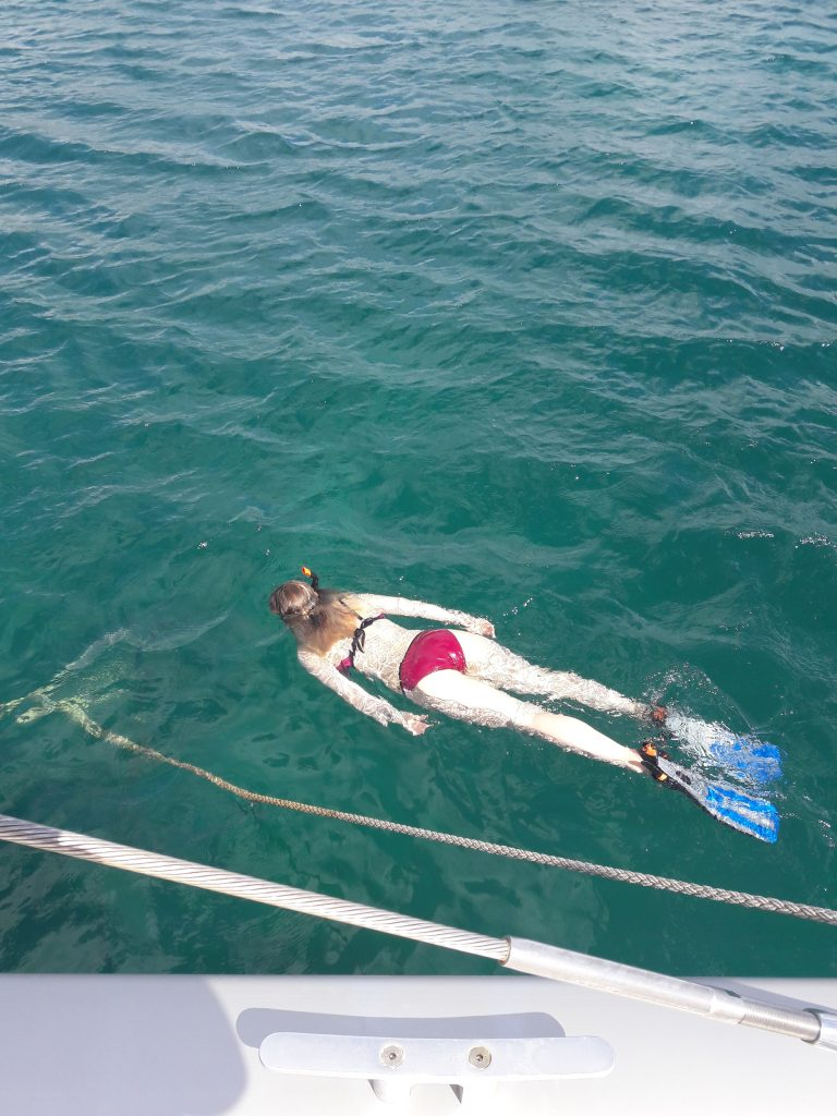 Dykkemaske, snorkel og svømmeføtter er på plass. Svømmeturen ble LANG.