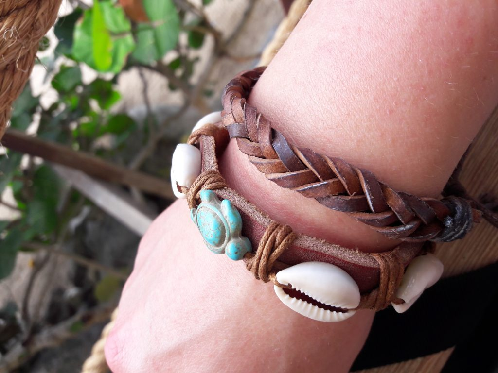 Armbånd innkjøpt på Bequia. Behørlig dokumentert. (Foto: Rikke S. Bugge)