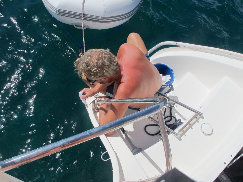 Den ørlille lekkasjen i babord mottorrom er reparert. Den som Robert oppdaget på vei over Atlanteren.