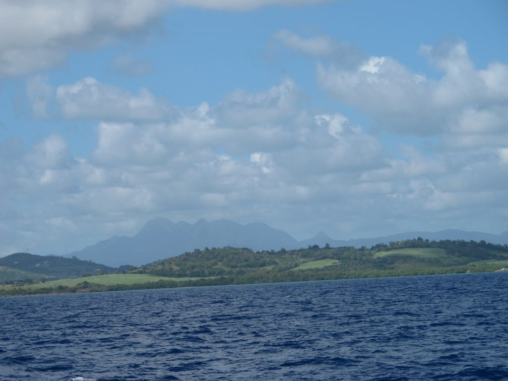 Omgivelsene rett øst for Ste. Anne kan kanskje minne litt om Irland. Grønne gressganger.