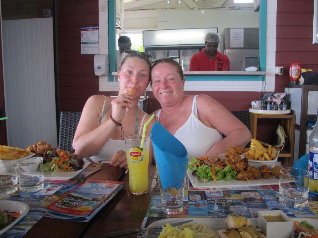 """Vi måtte selvfølgelig spise lunsj på """"Paille Coco"""". Vår desidert største favoritt blant de to restaurantene som er her :)"""