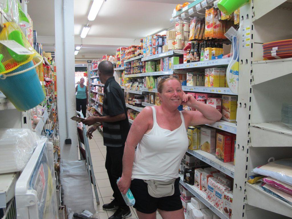 Vi fikk alt vi trengte i dagligvarebutikkene. Nå skal det lages mat i Numa. Yesss.