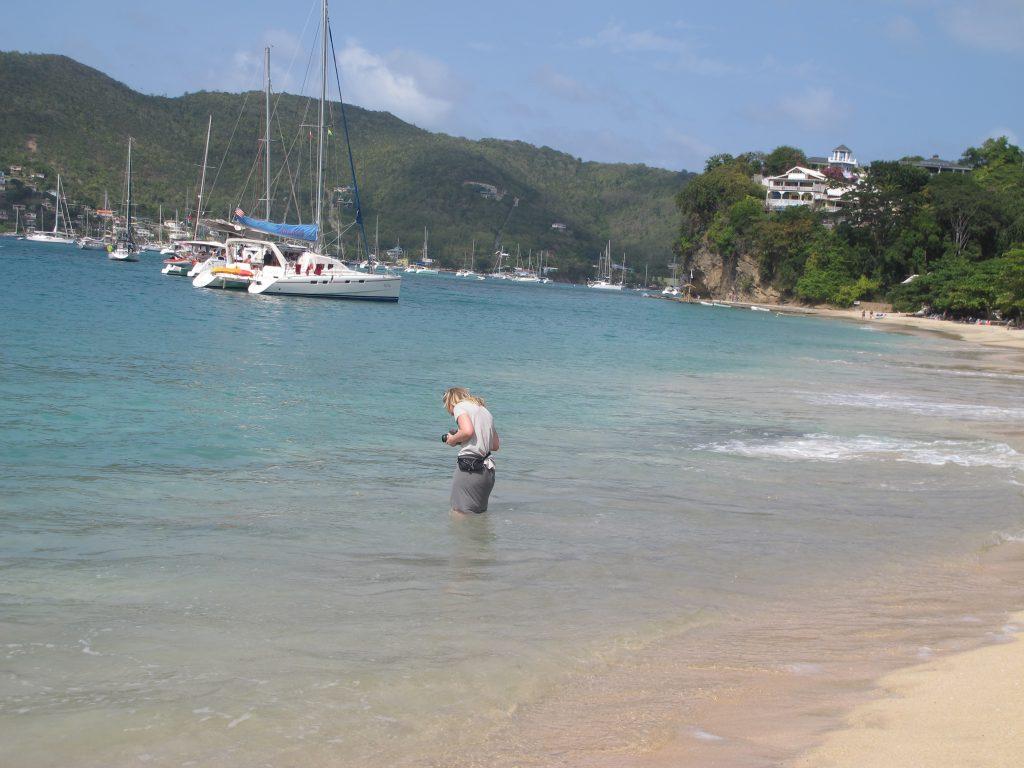 OK - da har yngstemann funnet noe spennende i vannet.