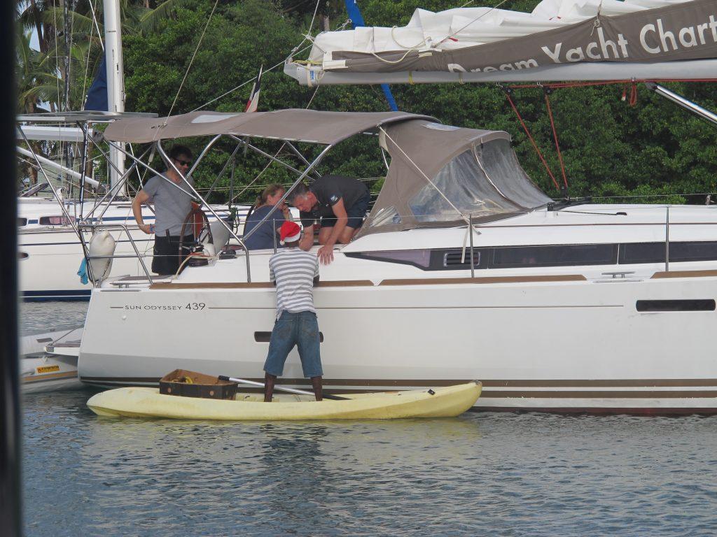 Og han er en god selger som ikke gir seg så lett. Tror han får solgt til nesten alle båtene.